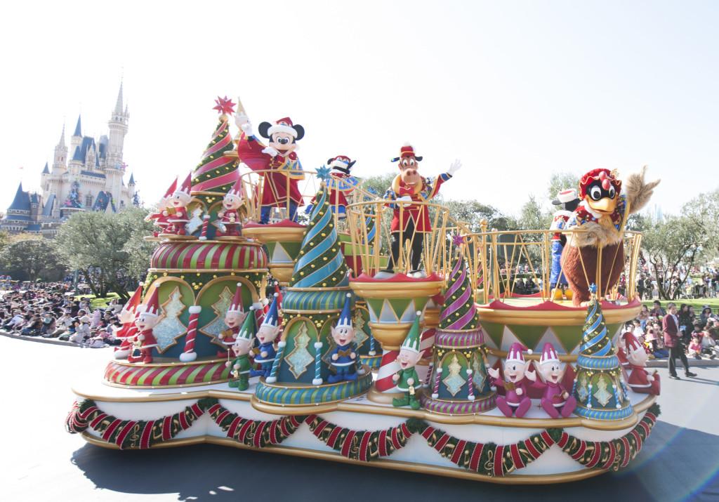 ディズニー・サンタヴィレッジ・パレード (c)Disney