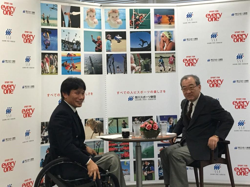 「創意と工夫で鍛えた」と語る山本行文氏(左)。右は聞き手の山本浩氏