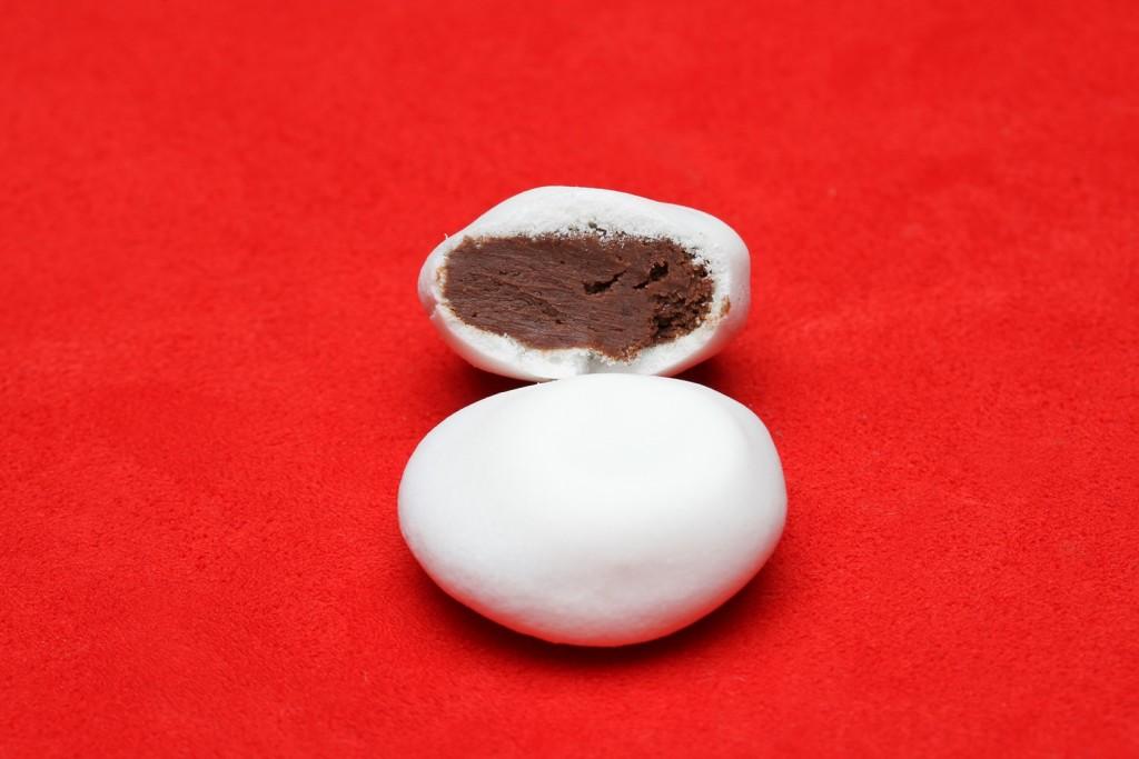 「小石」を意味するガレ。淡雪のようなメレンゲでショコラをコーティング