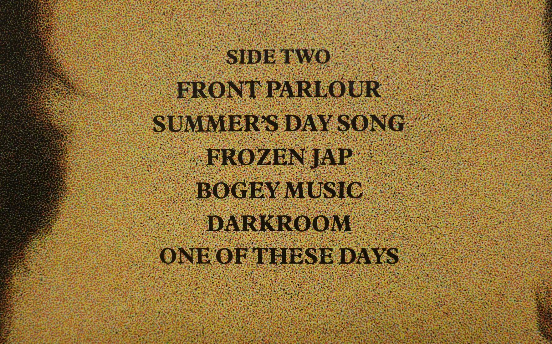 発売当時の『マッカートニーII』ジャケット裏面。SideTwoには「FROZEN JAP」という曲目が。