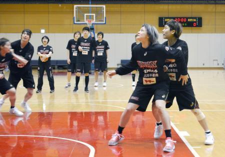 バスケ女子代表が合宿公開 リオのメダルへ厳しい練習 画像1