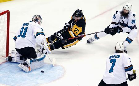 NHL、シャークスが2勝目 スタンリー杯決勝第5戦 画像1
