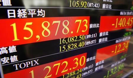 東証、午前終値は1万5818円 英EU離脱懸念で4日続落 画像1