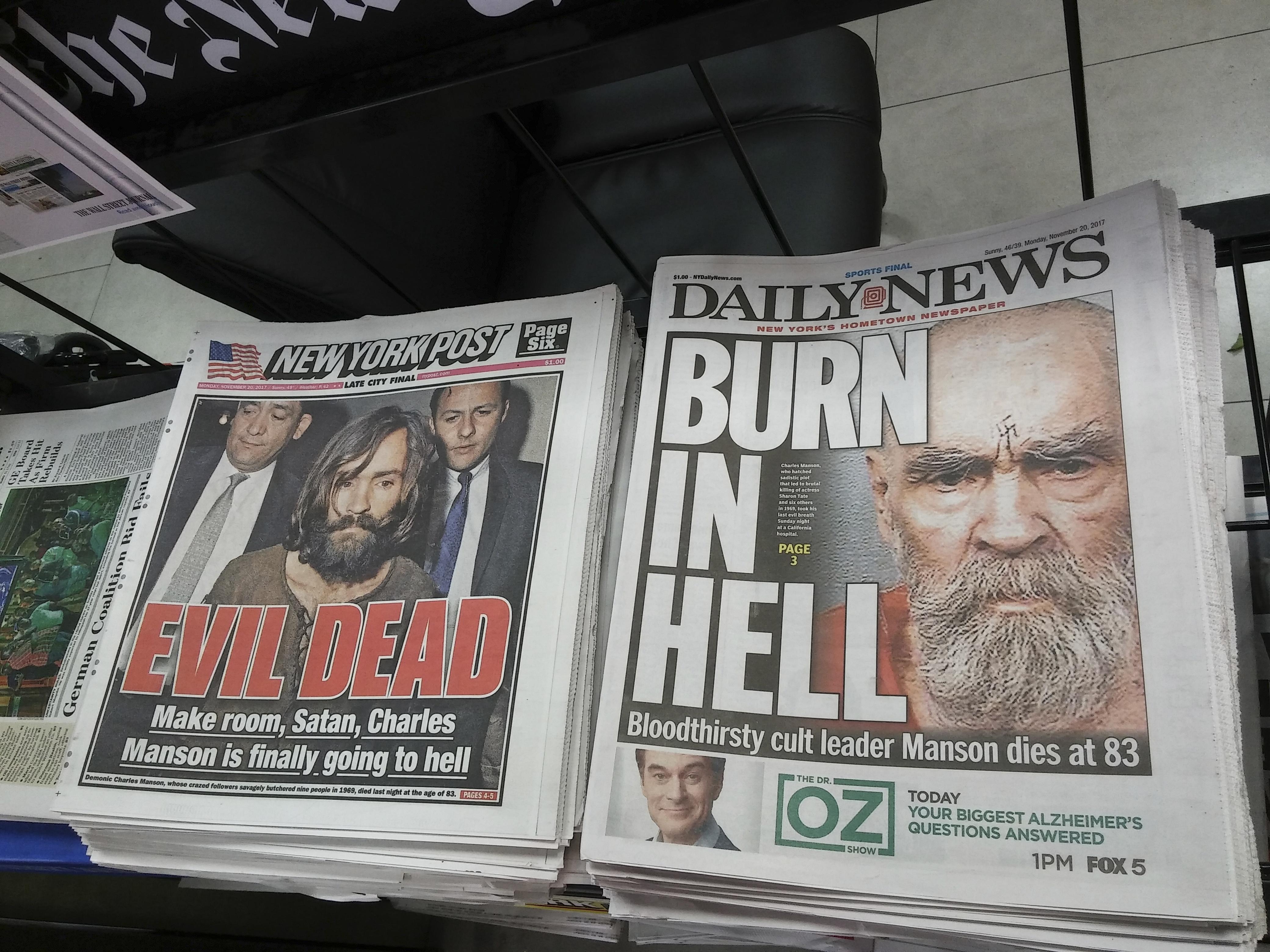 チャールズ・マンソンの死を報じるアメリカの新聞。 Sipa USA/amanaimages/kyodonewsimages