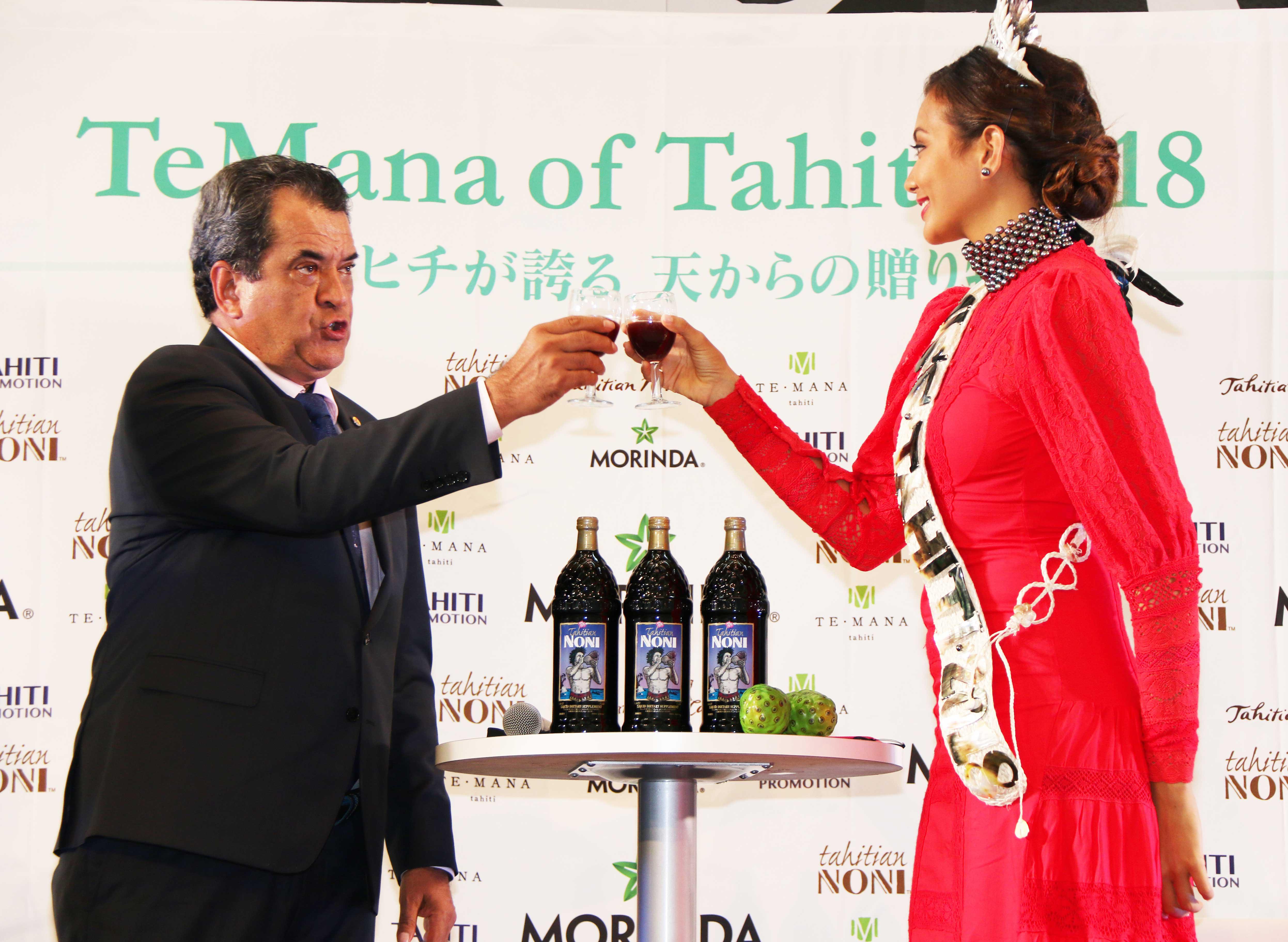 「タヒチアンノニ ジュース」で乾杯