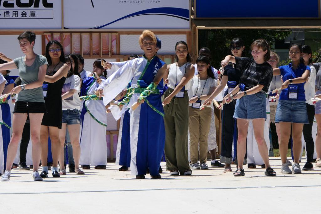 土佐学生よさこい大会の開会を飾る 日米学生会議・限定チーム