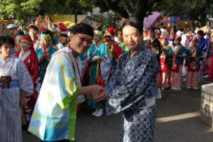尾﨑正直・高知県知事(写真右)と南海キャンディーズ山ちゃん(同左)