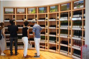 ワインショップでは30種類以上のワインを販売。中にはワイナリー限定のものや市場でなかなか見かけないものも。