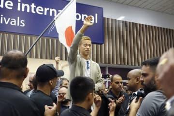 本田圭佑、ブラジルで熱烈歓迎 サッカーの元日本代表MF 画像1