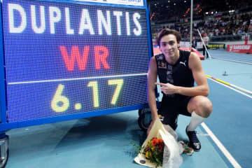 棒高跳びで6m17の世界新記録 20歳のデュプランティス 画像1