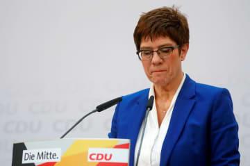 ドイツ最大与党CDU、前途多難 党首が突然の退任表明 画像1
