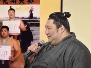 徳勝龍「朝乃山に注目を」 福祉大相撲、笑い誘う 画像1