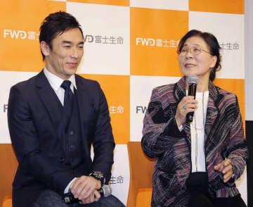 佐藤琢磨選手、母と新CM レース人生支えた両親に感謝 画像1