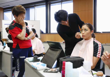 AS日本代表がメーク講習 エース乾「テーマに合っている」 画像1