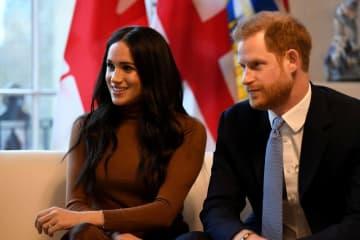英王子夫妻、引退は3月末 宮殿の執務室も失う 画像1