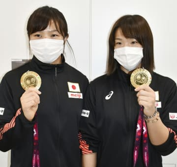 レスリング川井姉妹V「五輪で」 アジア選手権、女子代表が帰国 画像1