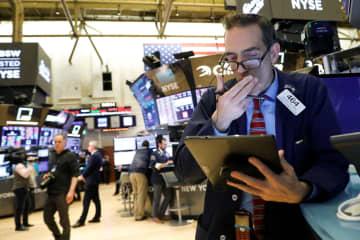 NY株、過去最大の下げ幅 1190ドル急落、肺炎懸念 画像1