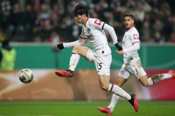 サッカー、鎌田追加点で4強入り ドイツ杯でフランクフルト 画像1