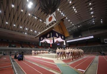 大相撲で初の無観客、静寂の実施 八角理事長「世の中に平安を」 画像1