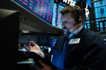 NY株暴落、2013ドル安 下げ幅最大、初の停止措置発動 画像1