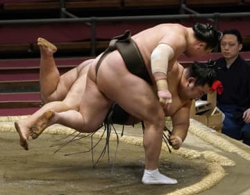 大相撲、白鵬と朝乃山が5連勝 鶴竜4勝、貴景勝は3敗 画像1
