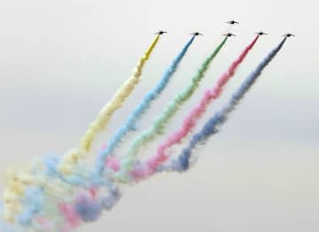 五輪聖火迎える上空に5色の輪 「ブルーインパルス」飛行訓練 画像1