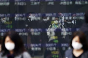 東証大幅続落、1万8千円割れ 新型コロナ感染拡大に市場動揺 画像1