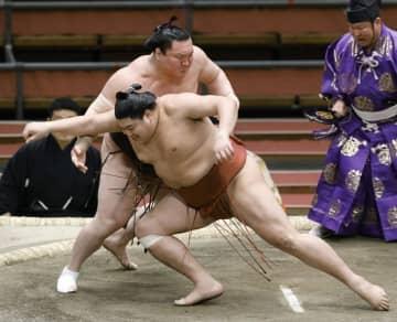 大相撲、白鵬8連勝でトップ維持 朝乃山2敗目、1敗2人に 画像1