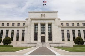 米FRB、ゼロ金利政策を導入 4年ぶり、量的緩和も実施 画像1