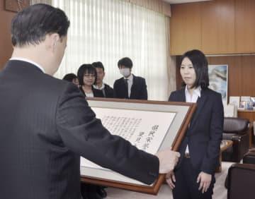 女流棋士、里見さんに島根栄誉賞 初の六冠、「評価されて光栄」 画像1