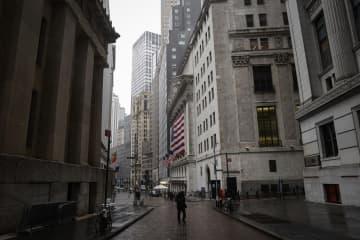 NY株続落、582ドル安 与野党対立、3年ぶり安値 画像1