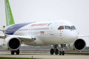 中国、国産ジェット機開発加速か 米供給規制立ち消えで 画像1