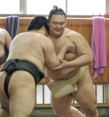 朝乃山、じっくり筋力強化に励む 新社会人にエールも 画像1