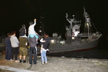 再開2年目の商業捕鯨へ 和歌山・太地町を出港 画像1