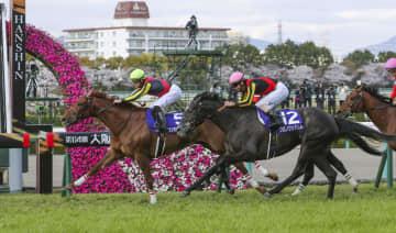 競馬、ラッキーライラックが優勝 大阪杯、「G1」3勝目 画像1