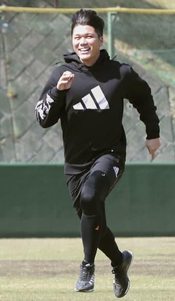 巨人の坂本勇人が走り込み 外野の守備練習も 画像1
