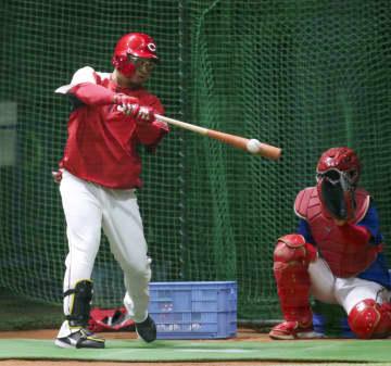 広島の松山外野手、丸打法に挑戦 「いいものを試して」 画像1