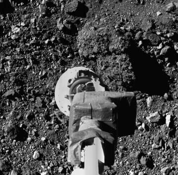 小惑星ベンヌ、岩だらけ 米版はやぶさが撮影 画像1