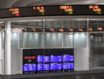東証、午前終値1万9715円 コロナ、経済停滞不安で反落 画像1