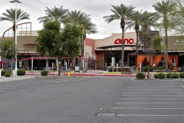 米映画館、駐車場で上映に客殺到 営業存続へ窮余の策も1週間で幕 画像1