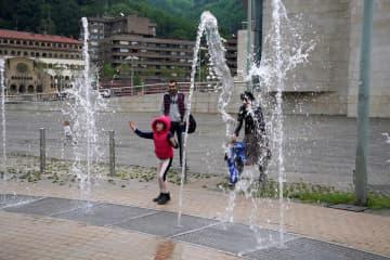スペイン、5月に運動や散歩可能 26日に40日ぶり子ども外出可 画像1