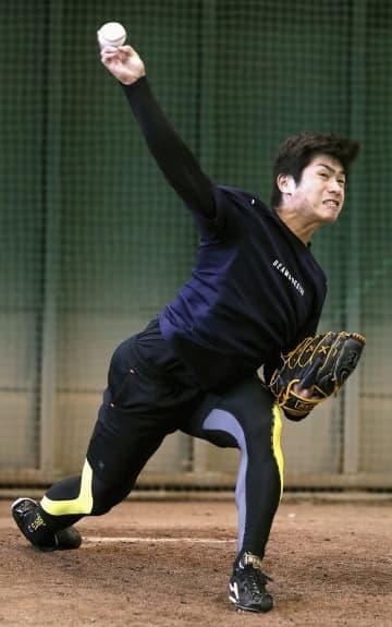 巨人の古川が投球練習 昨季楽天から移籍 画像1