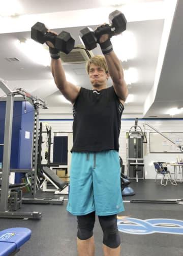 DeNA国吉、161キロ更新へ 自己最速狙い筋力トレーニング 画像1