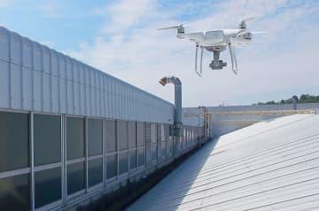ドローンで工場屋根を点検 転落リスク低減、トヨタ紡織 画像1