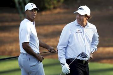 ウッズとミケルソンが慈善ゴルフ 新型コロナ対策支援、2対2で 画像1