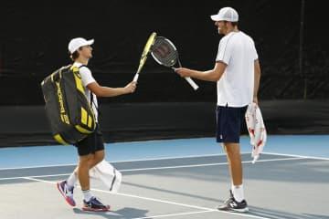 米フロリダで男子テニス大会 防止策徹底、無観客で握手もなし 画像1