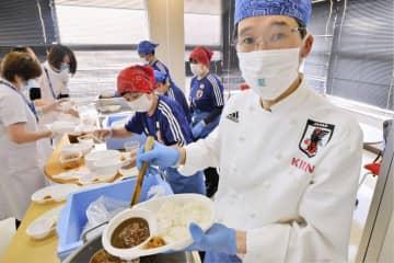 サッカー代表の専属シェフが激励 福島の病院でカレー振る舞う 画像1