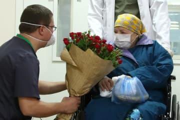百歳の誕生日に全快し退院 ロシア女性、新型コロナで 画像1