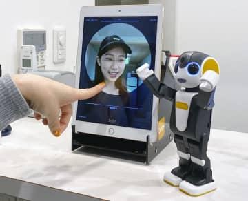 ロボット型携帯、ホテルで接客 シャープの新サービス、ロボホン 画像1