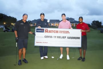 慈善ゴルフで寄付金20億円超 NFLの名QB、ウッズらと参加 画像1